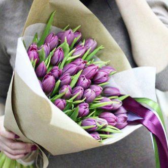 49 тюльпанов в крафте