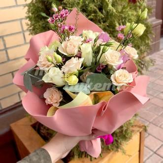 Букет из роз с эустомой