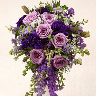 Букет невесты из маттиолы и розовых роз «Первоцвет»