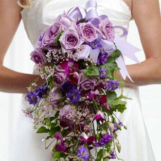 Букет невесты из дендробиума и роз «Сила цвета»