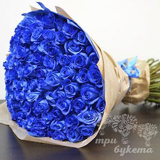 Букет из 101 синей розы в крафте