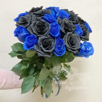 Букет из черных и синих роз
