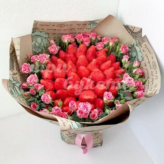 Букет из клубники и красно-белых роз