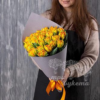 Букет из 25 тюльпанов в крафте